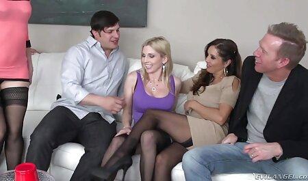 Cuplul a avut un aspect frumos de ură pe canapea fete futute pe la spate albă de la începutul dimineții.