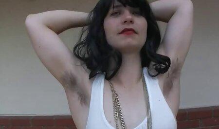 Predați dimineața, Bruneta cu umeri largi simte sex real camera ascunsa cea mai mare parte a spermei din vagin.