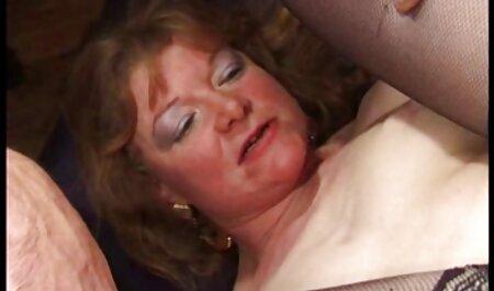 Doi filme cu mult sex Batrani fut o femeie înfundat pe două bastoane