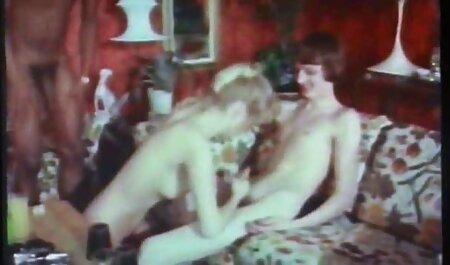 Un om nu poate rezista o servitoare Sexy Capri babe care se fut in cur Cavalli