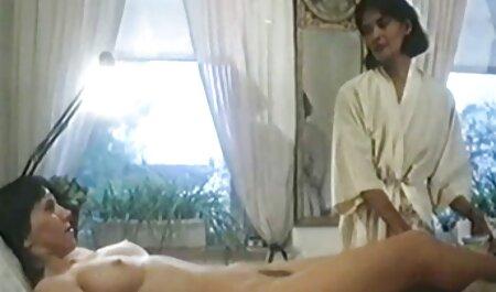 Tipul împinge sexcufemei penisul cu prietena Păros