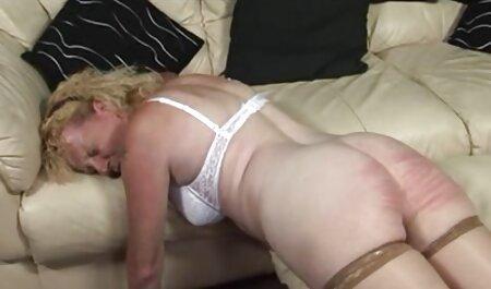 Bărbatul a întins un loc sex cu fete strâns pentru iubit pentru un cocoș delicios.