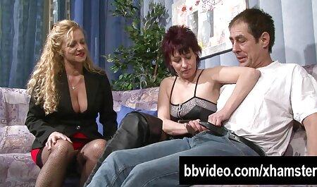 Norocosul mănâncă sex pe ascuns două fete sexy.