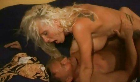 Fata sex in colanti a decis să-și încerce mâna la industria porno.