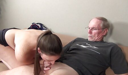 Bronzata blonda se bucură fete sexy online de filme porno atât de frumos în camera de zi
