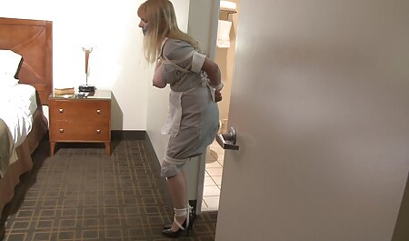 Tânără prostituată Kimberly Brix se xnxx vedete introduce în vestiar.