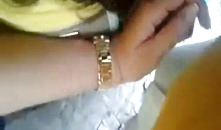 Femei de lux sărind pe penisul unui femei facand sex cu animale tânăr