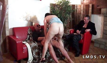 Casă de sex cu babe care sug pula pieptoase blonde în ciorapi negri