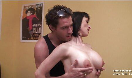 Simt dubla penetrare, fata cere să sex cu vecina matura intre în gura ei