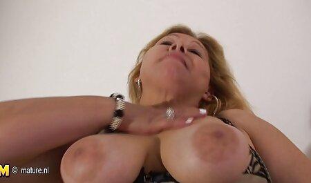 Unchiul KRR excitat și a făcut sex cu un travestit frumos. filme cu sex pasional