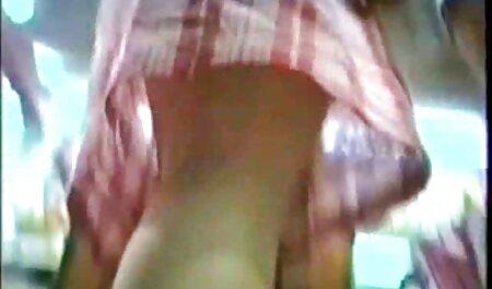 Bruneta a arătat clar superioritatea față cele mai sexi pizde de sânii mari.