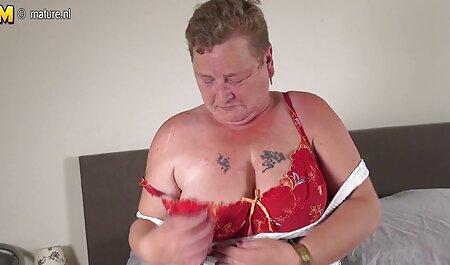 Un bărbat care scoate sex cu cehoaice cai tineri din spate și se transformă în vagin.