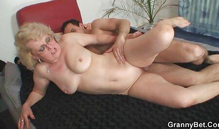 Lesbienele joacă rolul de a crește într-un ma fut in cur grup mic.