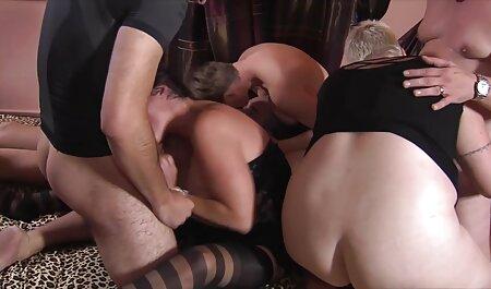 Futut în fundul strâns, kral are o praștie sex cu babe bătrâne proaspătă în gură.